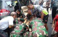 Mobil Tabrak Pembatas Jalan, Pasukan Yonarmed 1/Roket Turun Tangan