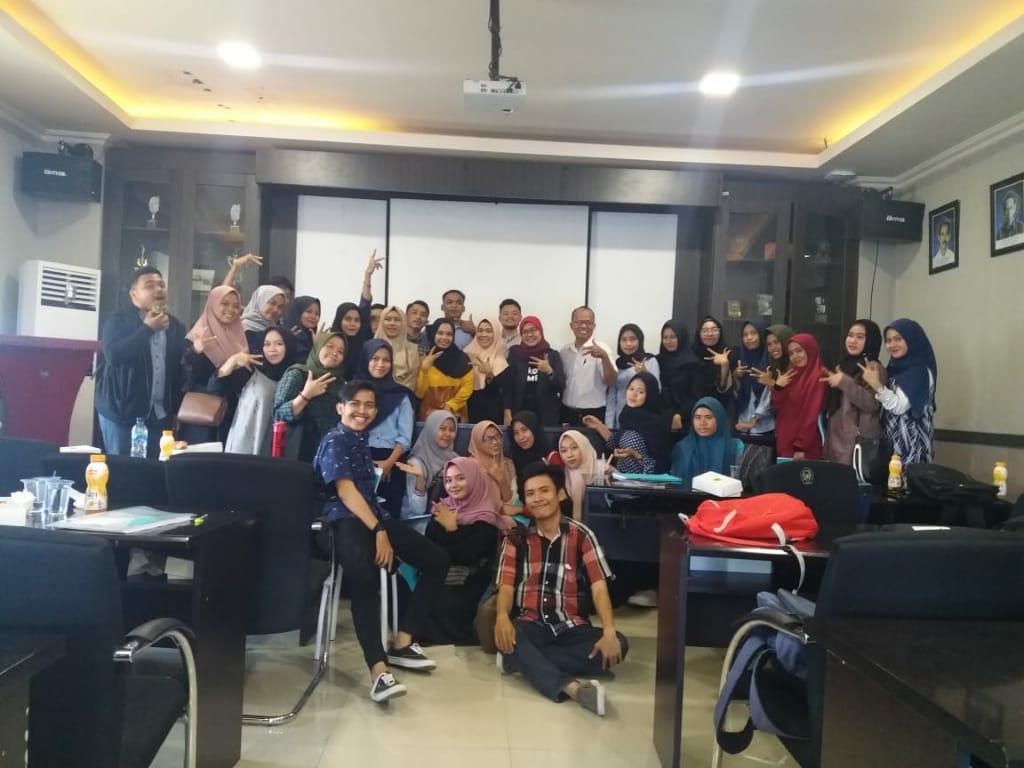 Mahasiswa Komunikasi Unismuh Makassar Diajari Mencari Dan