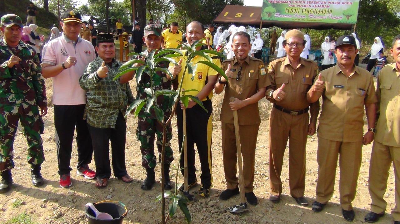 Peduli Lingkungan, Polres Aceh Besar Tanam Ribuan Pohon