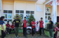 Prajurit TNI Yonif 755 Kostrad Ajarkan Anak-Anak Disabilitas Menjadi Pengibar Bendera