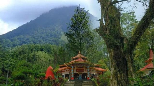 Mitos Ritual Pesugihan Dibalik Keindahan Gunung Kawi Beritalima Com