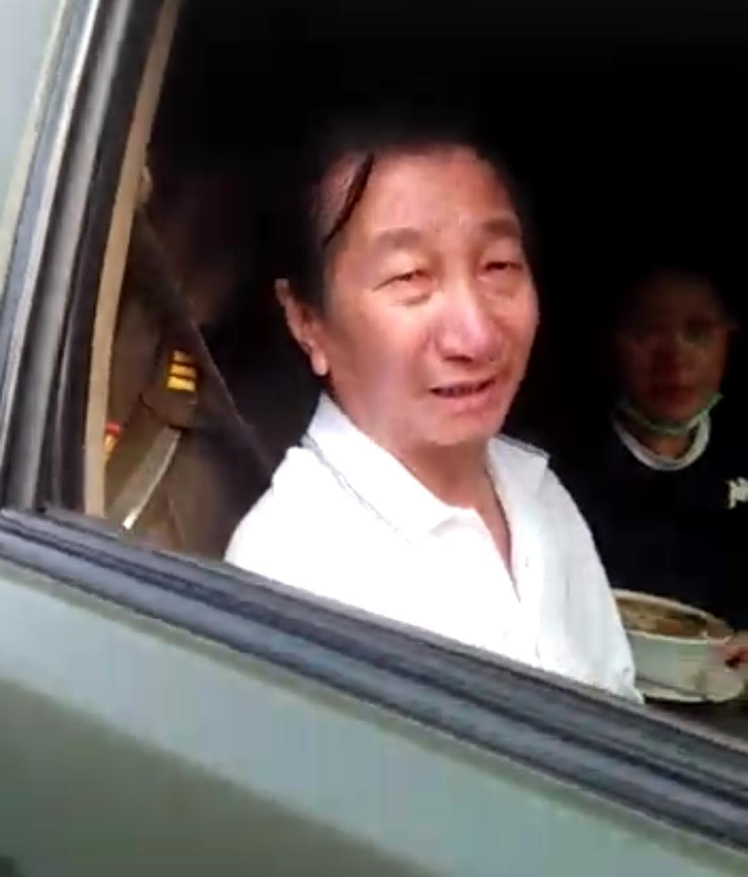 Mobil Dinas TNI Dipakai Untuk Membeli Nasi Padang
