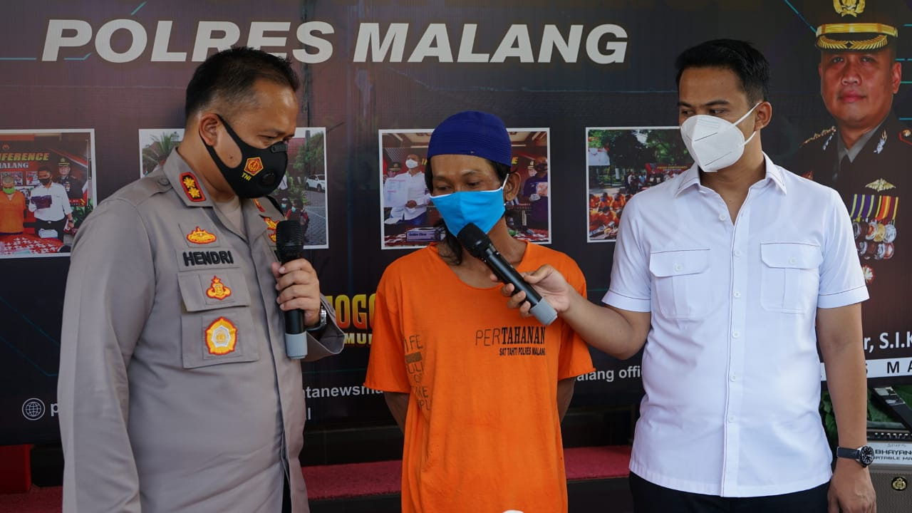 Kapolres Malang AKBP Hendri Umar Saat Introgasi Pelaku Pembunuhan