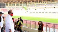 Keterangan Foto: Ketua DPD RI saat meninjau kesiapan stadion Lukas Enembe di Jayapura, Papua, awal Februari lalu.