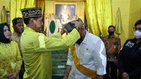 Ketua DPD RI, AA LaNyalla Mahmud Mattalitti, mendapat gelar kehormatan, Datuk, saat berkunjung ke Keraton Kadriah Kesultanan Pontianak, Minggu (13/6).