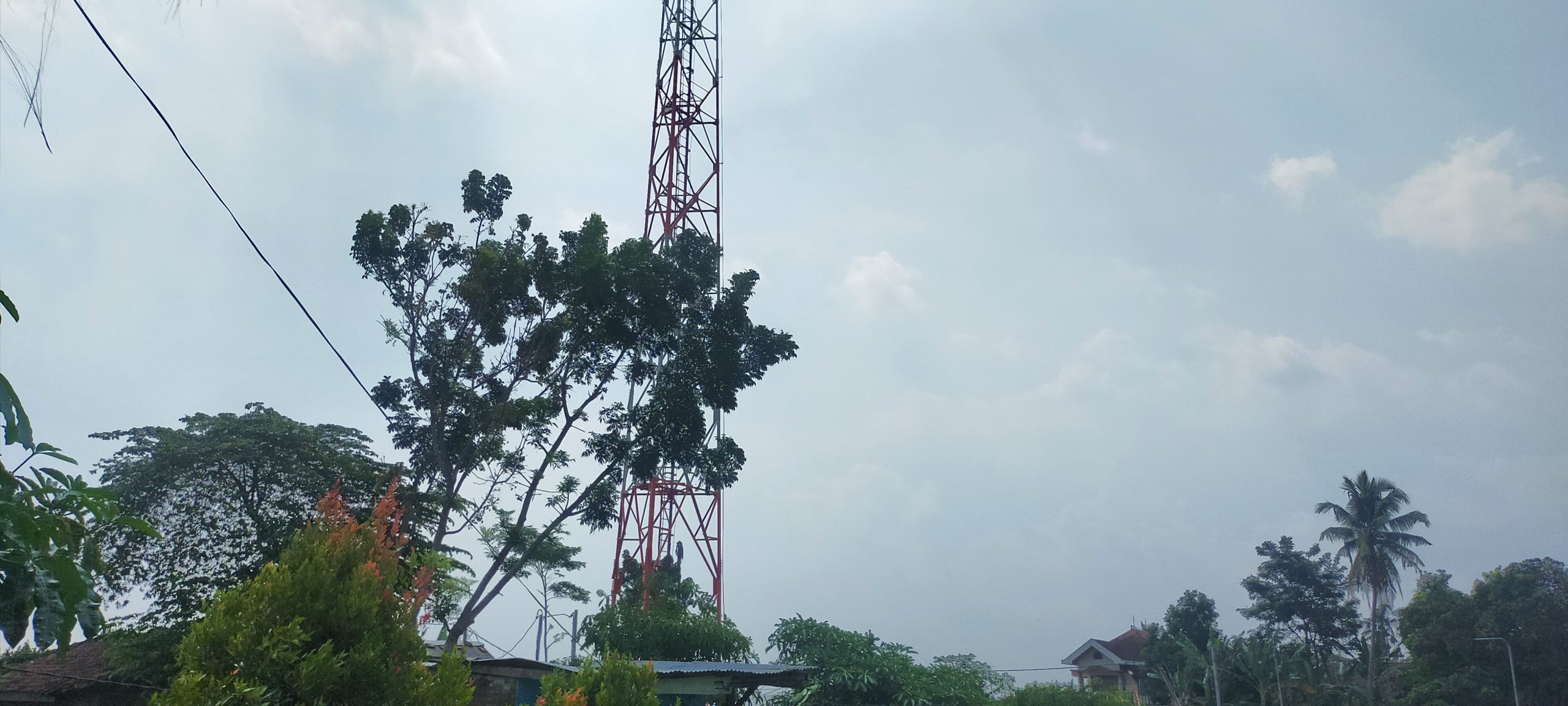 Tower Seluler di Desa Bayem Kasembon